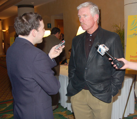 Miami Herald reporter Barry Jackson interviews Mike Schmidt at the Marino Foundation Charity Dinner at the Loews Hotel on Miami Beach, Fla.