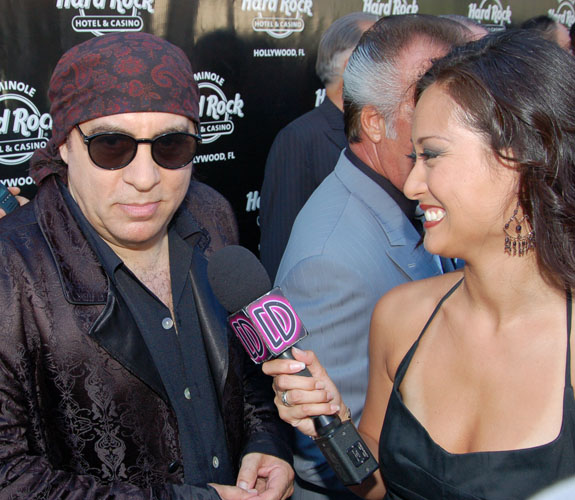 Steven Van Zandt, who played Tony Soprano's consigliere, Silvio Dante, on the hit show The Sopranos, talks with WSVN's Deco Drive.